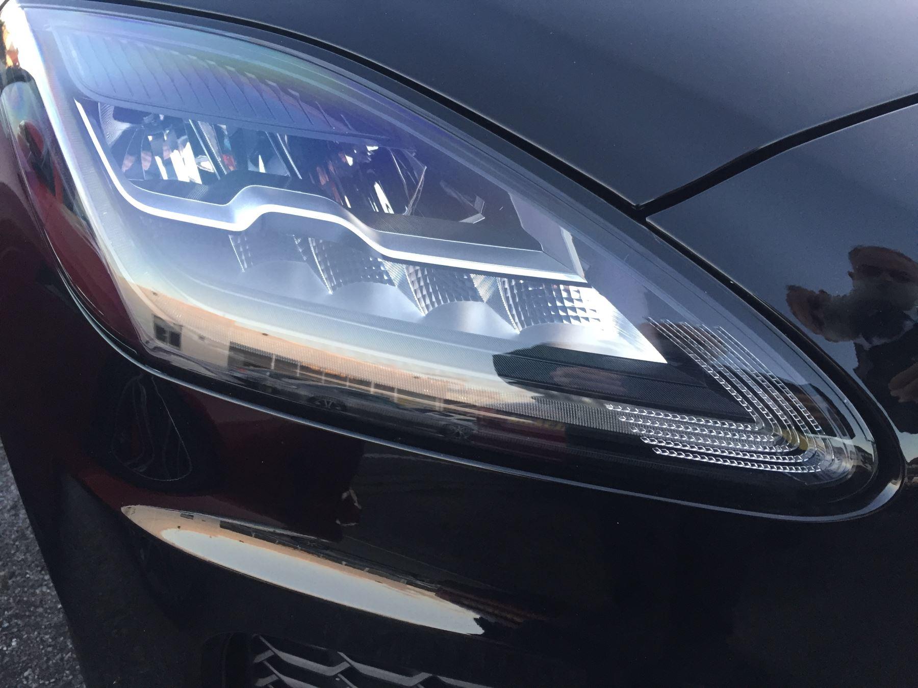 Jaguar E-PACE 2.0 R-Dynamic S image 11